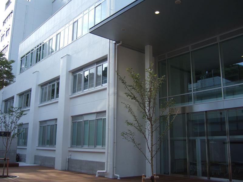 横浜国立大学学生支援センター  外壁光触媒施工